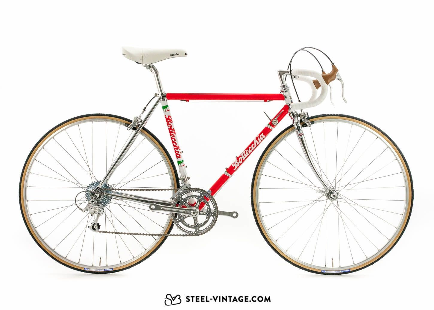 A beautiful example of a retro bike: the Bottecchia Leggendaria. It has the classy style of a vintage bike but has been constructed with modern parts.